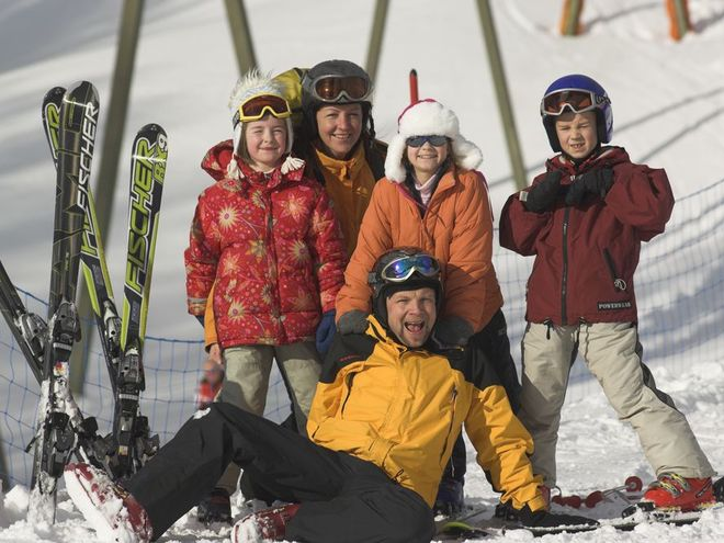 Großeltern-Enkel-Skitag mit der OÖ Familienkarte