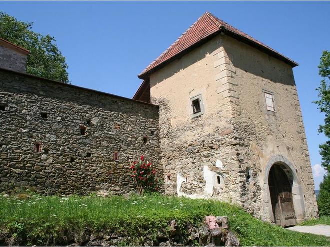 Offene Tür auf der Burg Piberstein