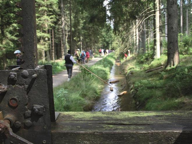 Schauschwemmen am Schwemmkanal in Iglbach