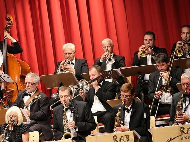 Swingin´ Christmas mit der RAT BIG BAND