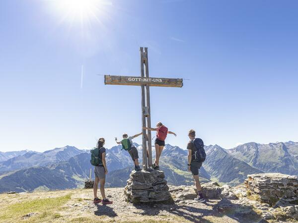 """aktiv Wellness: """"Wanderung zum Isskogel"""" / """"Pilates"""""""