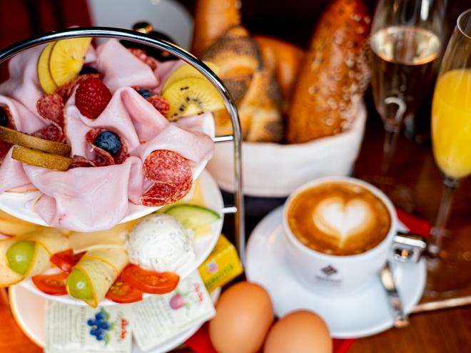 AVIA Café