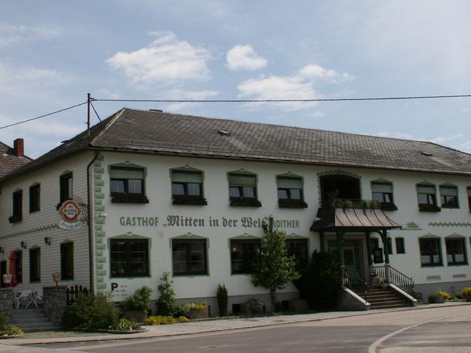 Gasthof 'Mitten in der Welt'  Johannes Roither