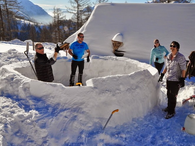 Workshop: igloo building with overnight stay incl. snow-shoe walk