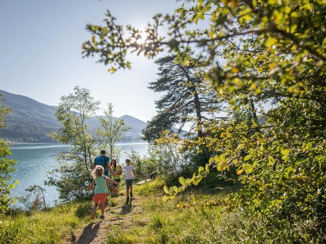 Ortsansicht Fuschl am See im Sommer (© sky-blue Salzburg)