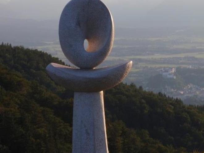 Skulpturen 'Vita Salubritas' am Nockstein