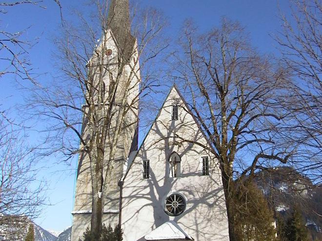 Gottesdienst der katholischen Kirche Gosau