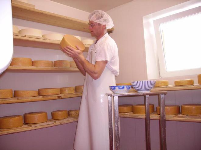 Visit of the cheese dairy at the Oberhinteregg farm