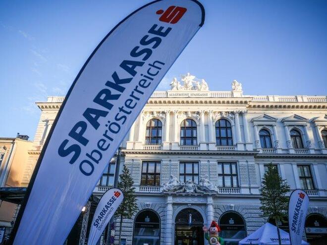 Runway Night Run  (© Cityfoto)