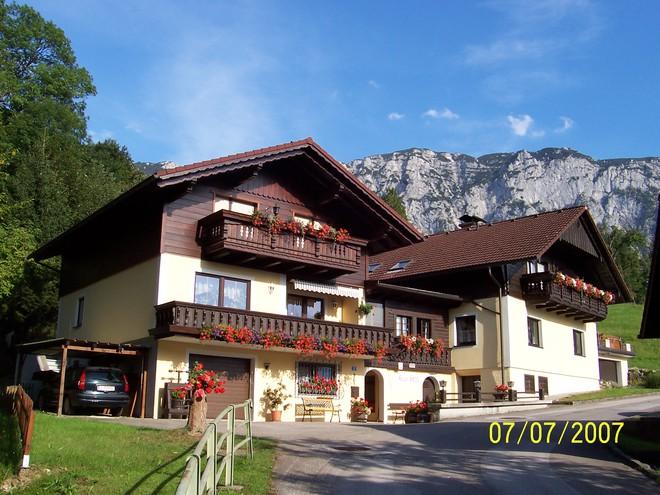 Ferienwohnungen Haus  'HELGA'   Steinbach am Attersee
