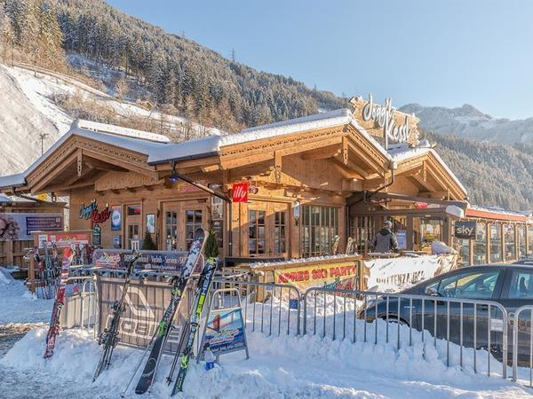 Obstler Happy Hour - in der Aprés Ski Bar Jogg'l Kessl