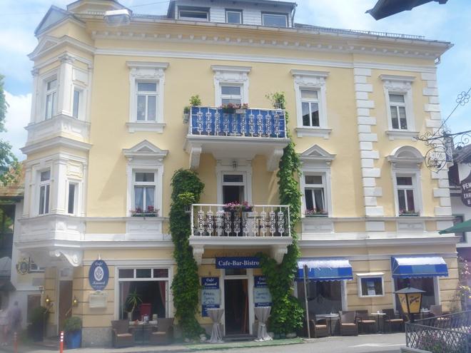 Café Nannerl - The Mozartcafé on Lake Wolfgangsee