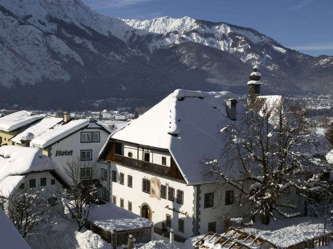 Tracking Yeti - Winter Activity Holiday at ***Landhotel Agathawirt Bad Goisern / Upper Austria