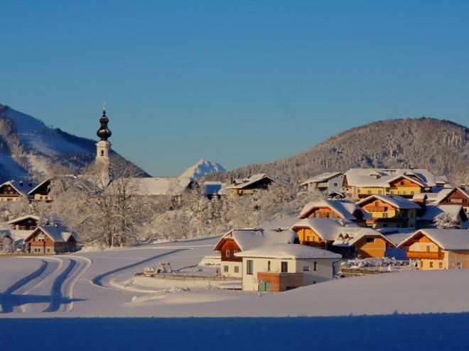 Faistenau bei tiefverschneiter Winterlandschaft
