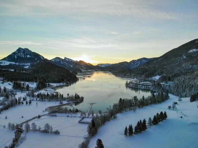 Ortsansicht Fuschl am See im Winter
