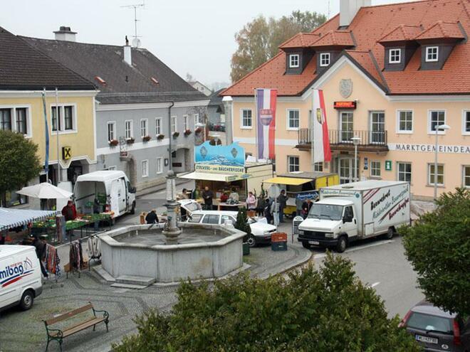 Wochenmarkt am Marktplatz in Bad Wimsbach
