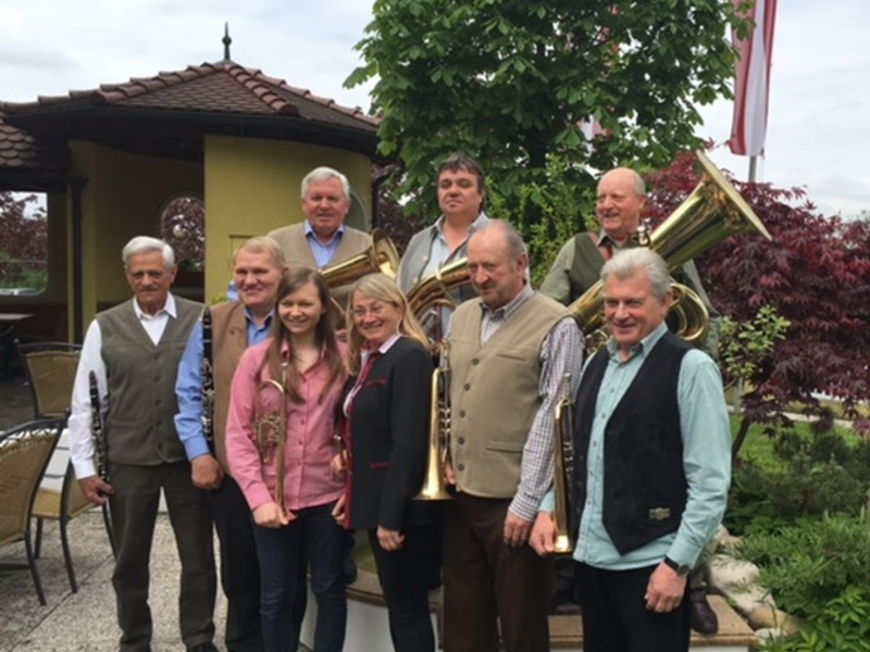 Dämmerschoppen mit den Ansfeldner Dorfmusikanten