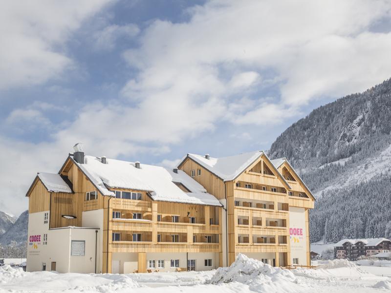 COOEE alpin Hotel Dachstein von außen im Winter