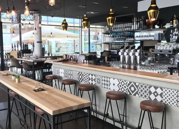 2 Raum Cafe, Bar, Restaurant - Foto