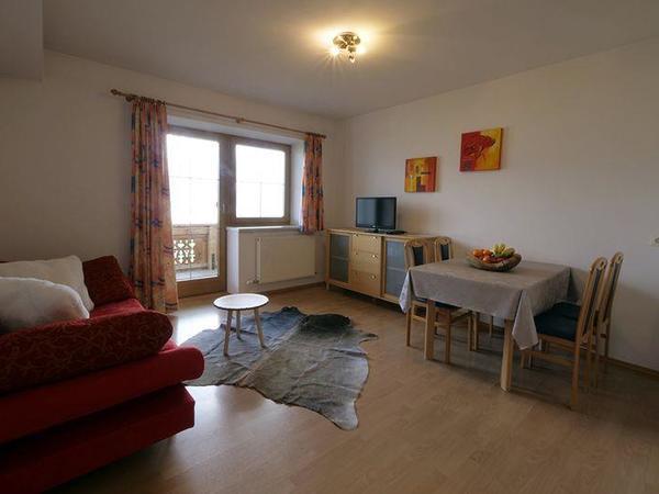 Zillertal-Fuegen-Appartements-Huber-Top8-Wohnzimme
