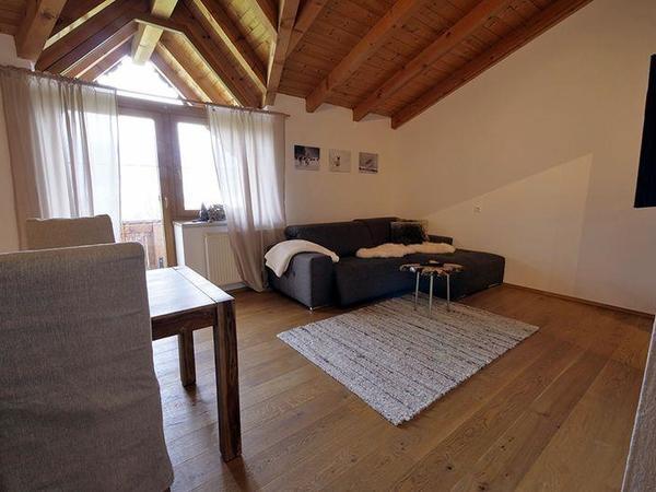Zillertal-Fuegen-Appartements-Huber-Top6-Wohnzimme