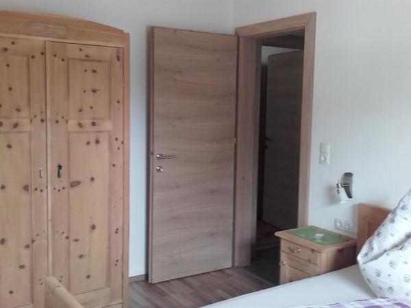 2. Schlafzimmer Zirbe nord/ost mit TV Top 2