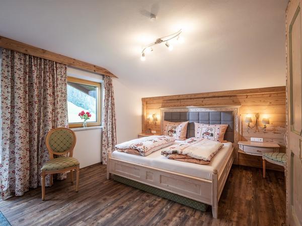 Schlafzimmer Saibatenhof Hainzenberg