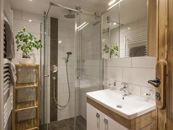 Chalet Zirbe Badezimmer mit Dusche