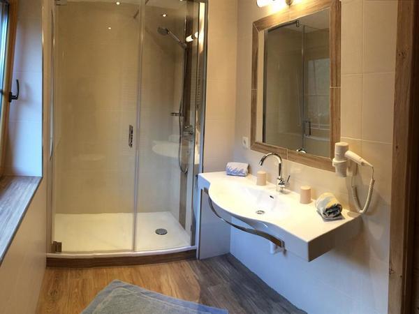 Zimmer 9 Badezimmer