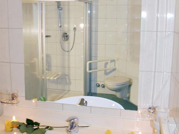 behindertengeeignetes Badezimmer