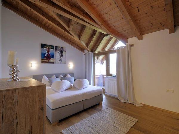 Zillertal-Fuegen-Appartements-Huber-Top6-Schlafzim
