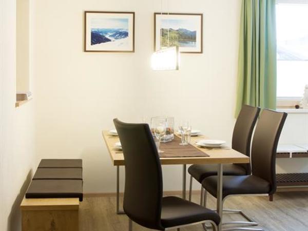 Apart Bergwärts Fügen - gmütliche Sitzecke