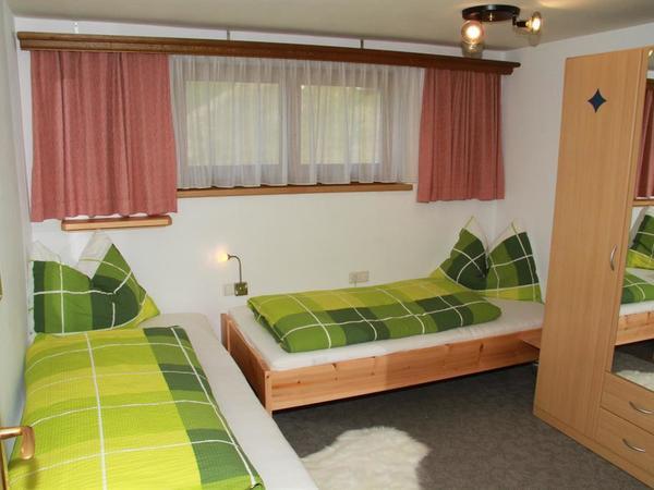 Zimmer, Zirbenbetten, 2 Schlafräume