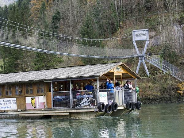 Schwimmende Almhütte - Floß und Schifffahrten auf der Enns