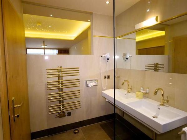 kuschelsuite wellness schlössl badezimmer