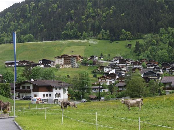 links oben Persal :Zellerhof
