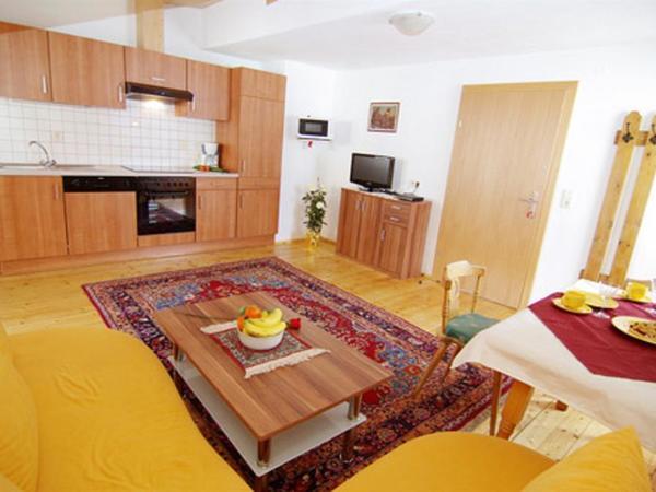 Wohnüche für 4-5 Personen mit Naturholboden !