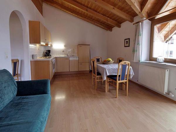 Zillertal-Fuegen-Appartements-Huber-Top4-Wohnkuech