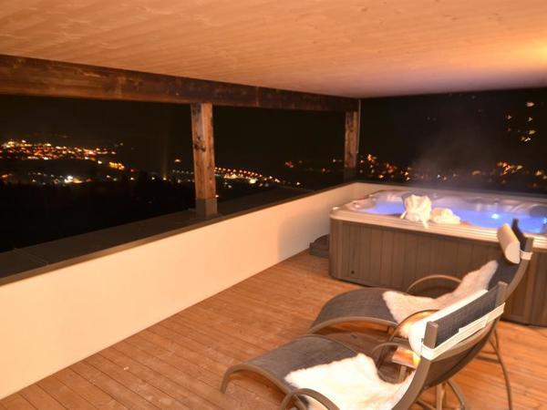 Terrasse mit Panorama Whirlpool