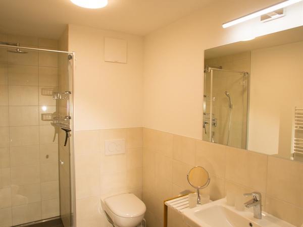 Apart Jöchler Apart 2 Waschbecken Dusche