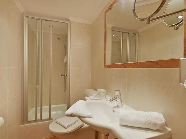 Bath room single room hotel Glockenstuhl
