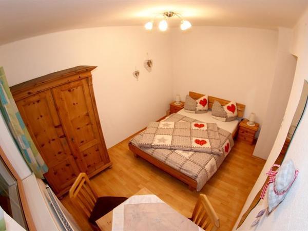 Zimmer mit 140m Bett