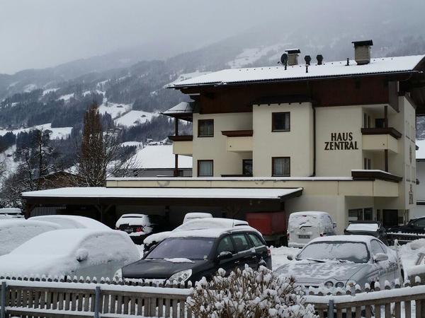 Haus Zentral Winteransicht