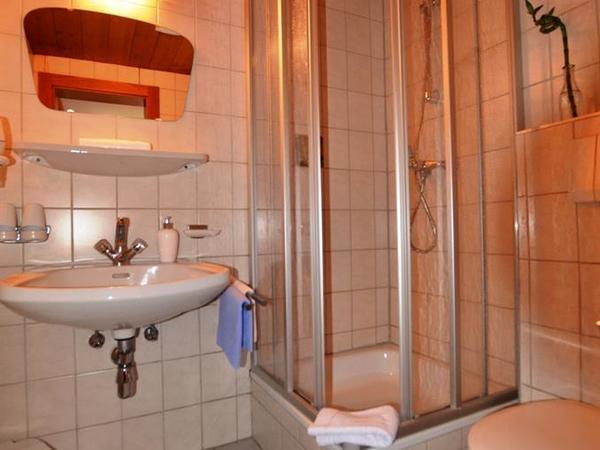 Dusche Schlafzimmer 1