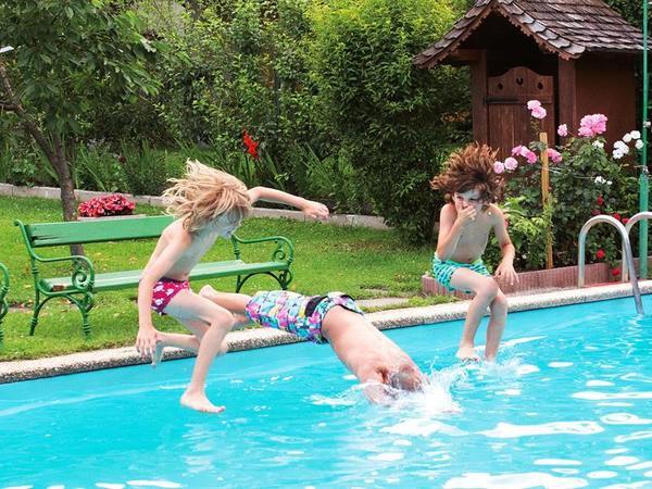 Zillertaler Grillhof_schwimmbad_außen