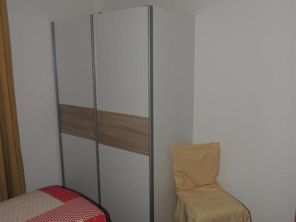 1. Doppelzimmer mit Schrank