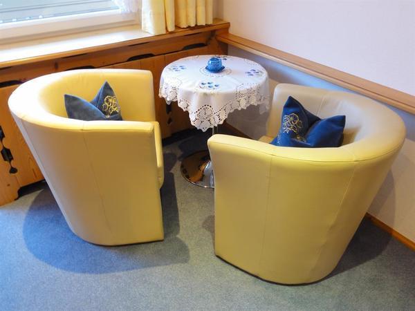 Sitzecke Zimmer blau 1
