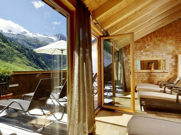 Hotel Berghof Hintertux - Crystal SPA & Sports