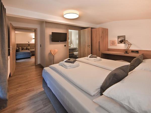 Master Bedroom to LivingRoom/Second Bedroom