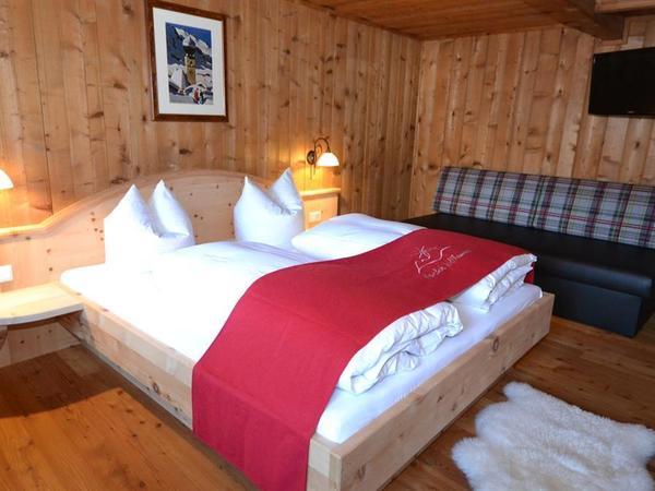 Wohlfühlschlafzimmer in Zirbenholz